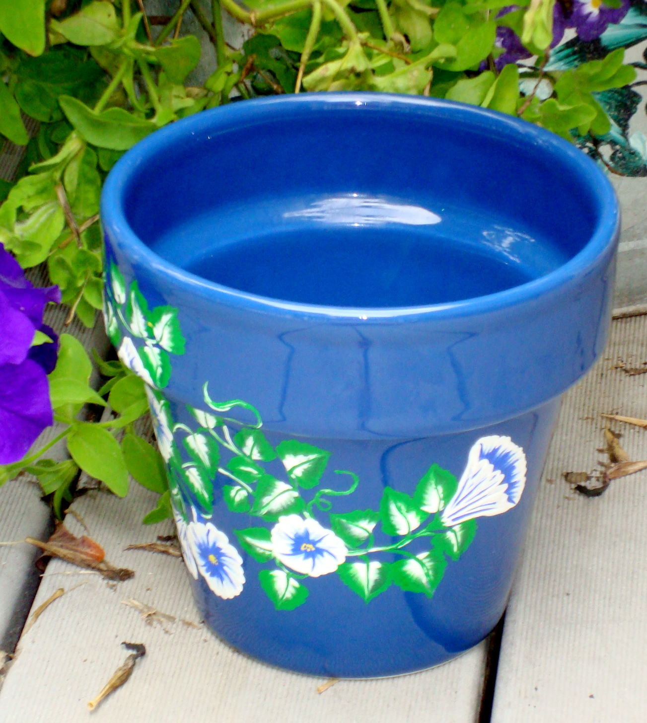 blue flower pot/ planter with blue and white flowers on luulla